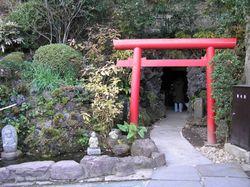 Kamakura cave entrance