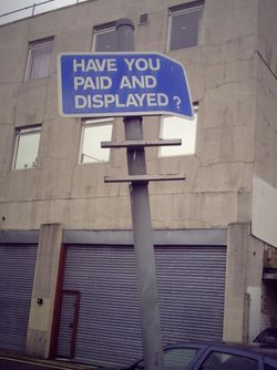 Pay_and_display_signpost