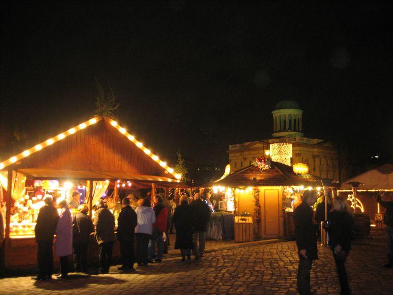 Weihnachtsmarkt_am_Charlottenburger_Schloss_2007_1